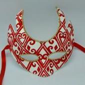 Карнавальная маска с красным узором